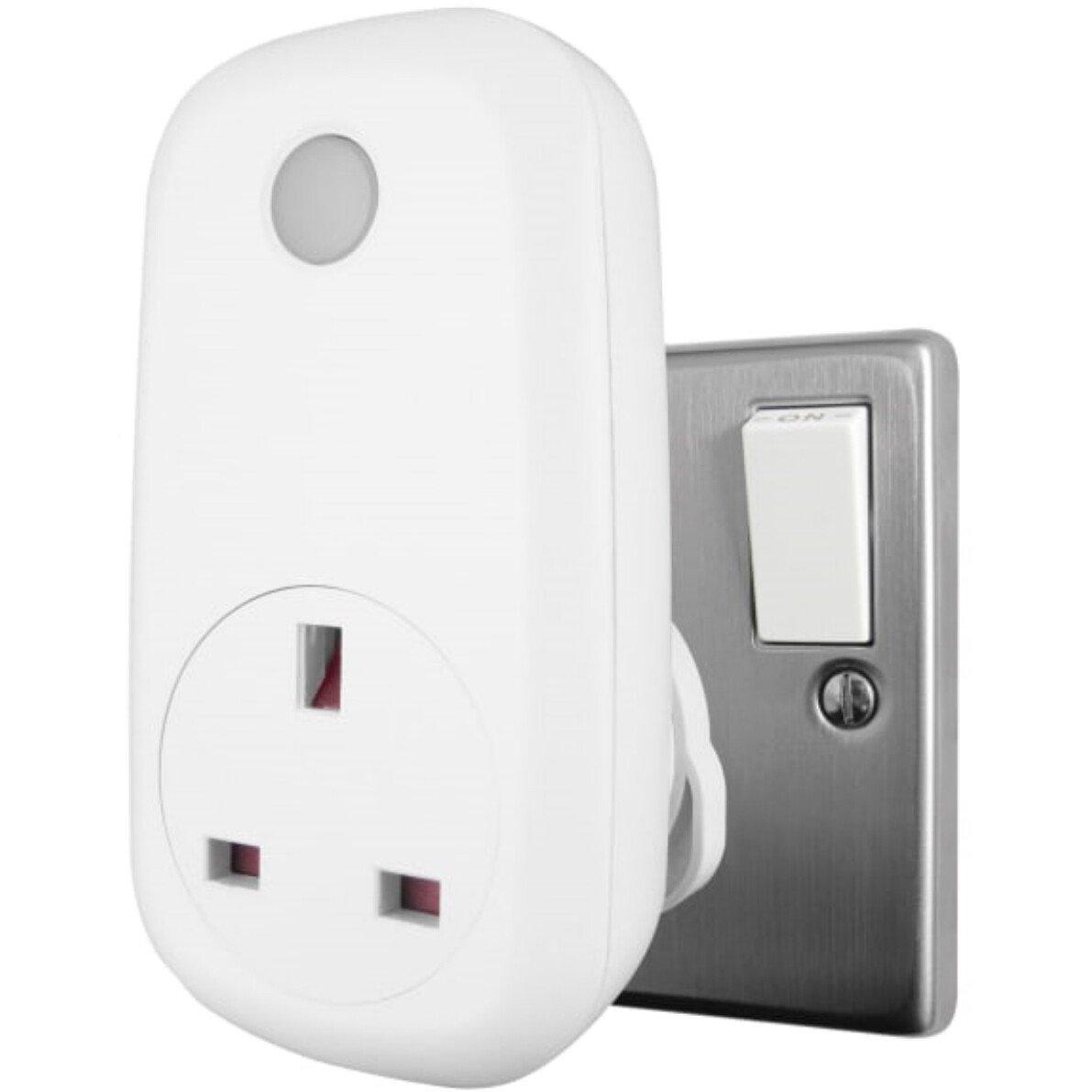 Uni-Com 66774 Wi-Fi Smart Socket UNC66774